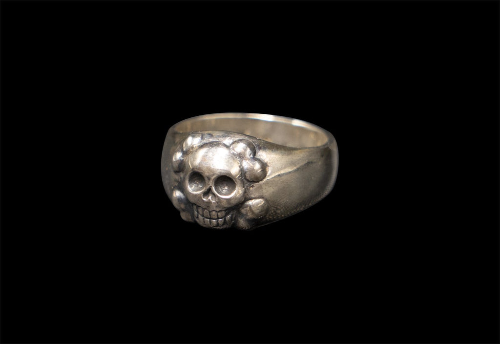 SKULL JOE HAPPY CROSSBONE RING - Rock and Jewel