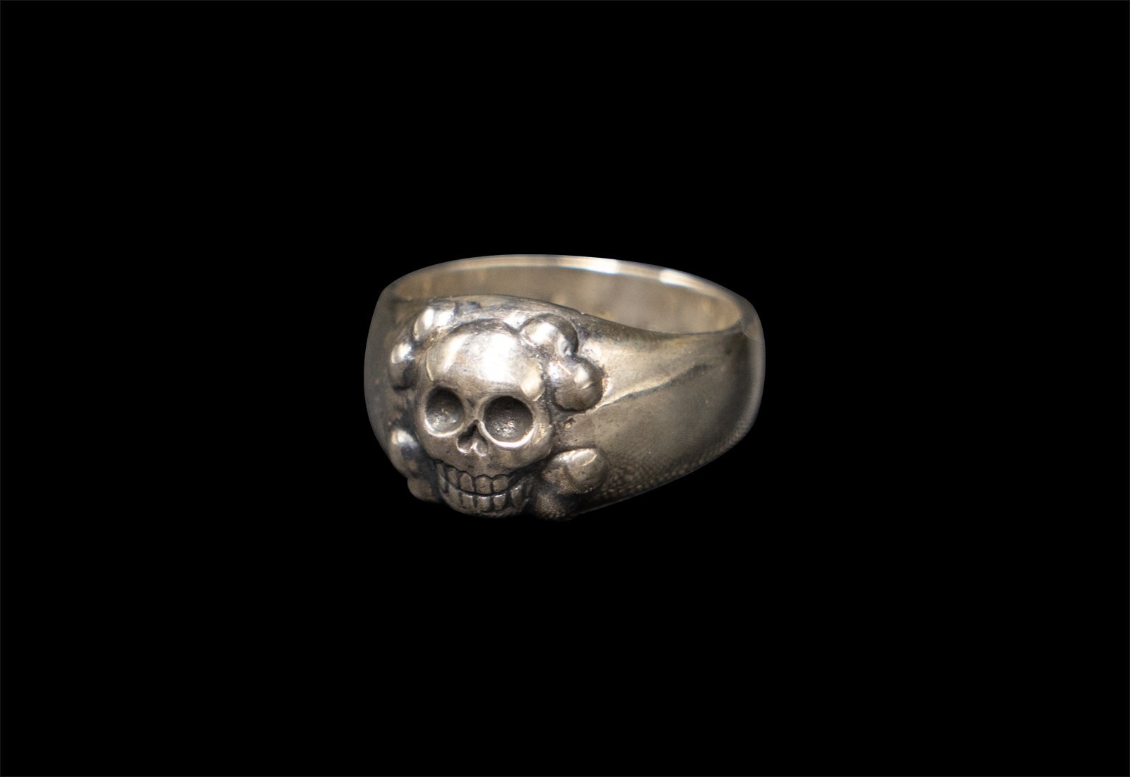 SKULL JOE HAPPY CROSSBONE RING