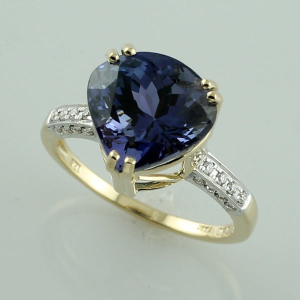 Diamond 18k yellow gold tanzanite 6.50 ct December birthstone ring