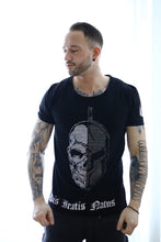 Laden Sie das Bild in den Galerie-Viewer, R-Shirt Skull/Helm bling bling