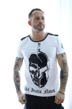 Laden Sie das Bild in den Galerie-Viewer, R-Shirt Skull/Helm Nieten