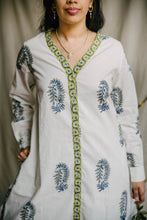 Load image into Gallery viewer, Airy Tunic - deep blue/sage