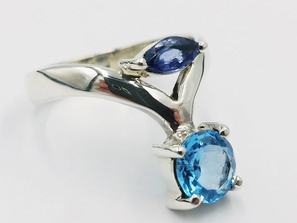 bague or blanc topaze bleue