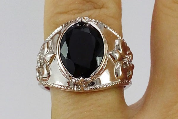 onyx sur chevaliere or blanc 18k