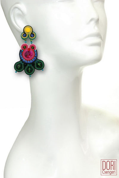 Fantaisie Striking Earrings
