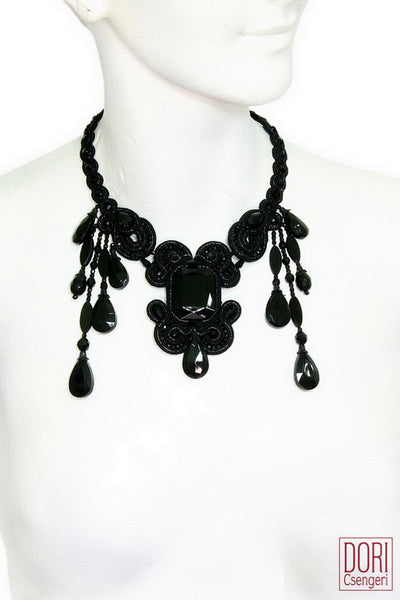 Essence Stunning Staetement Necklace