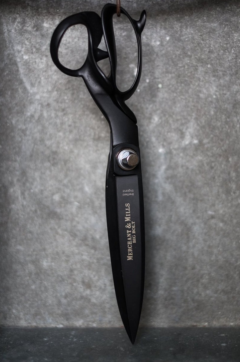Merchant&Miils-XYLAN-COATED-Tailor's-SHEARS-13″-black-SPECIAL-EDITION