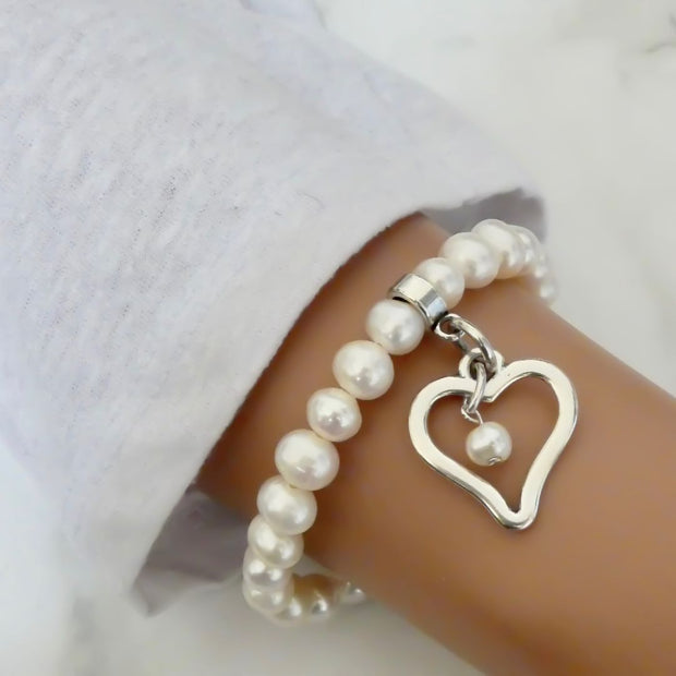 Open curved heart pearl bracelet