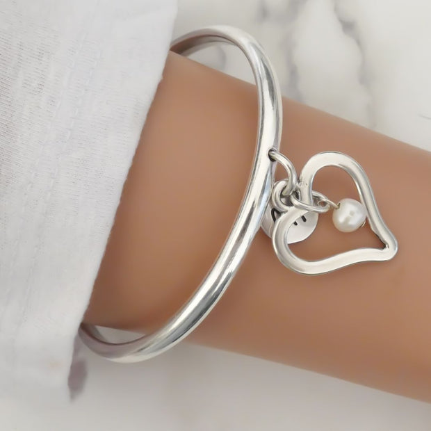 Open curved heart and pearl bangle