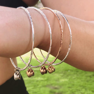 Thin bangle with puffed heart charm