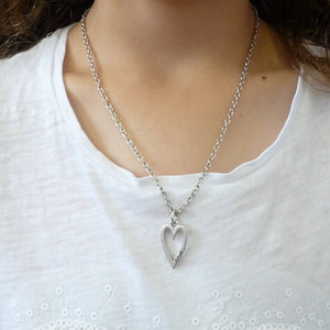 Girls open heart necklace