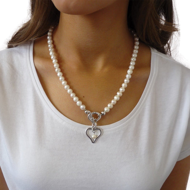 Waterpearl necklace with curved heart and pearl