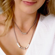 Short necklace with gliding barrel