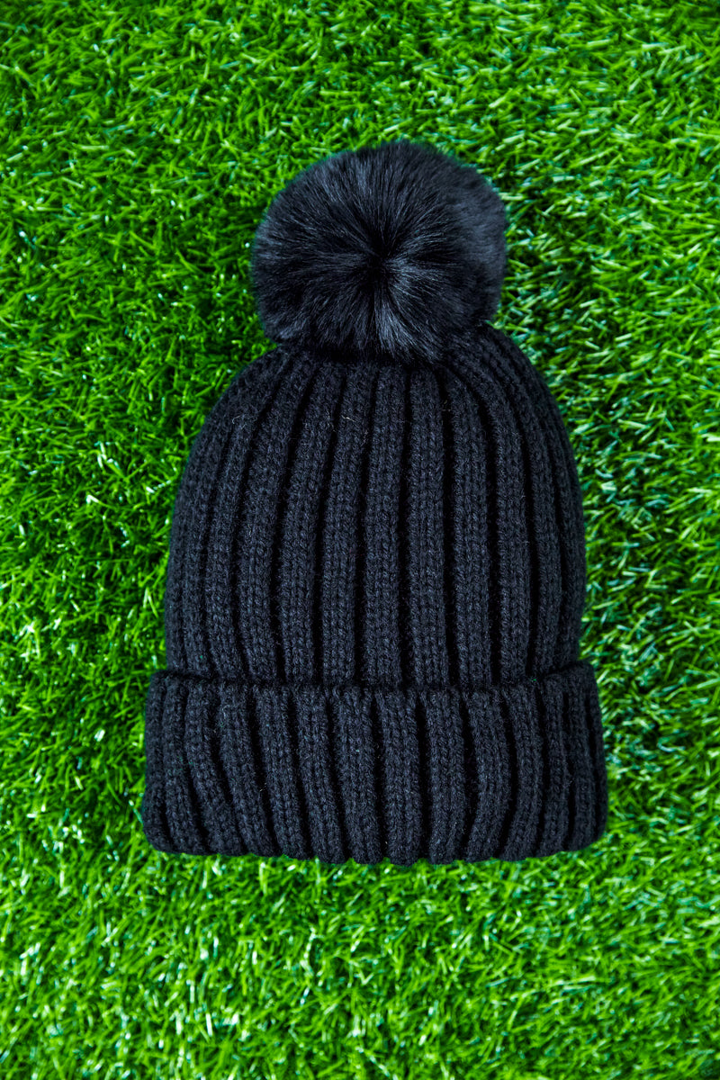 Black ball pom pom beanie