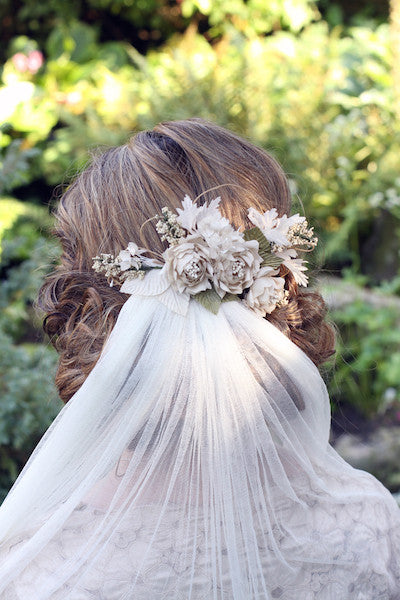 Twiggy Roses with Baby's Breath Comb