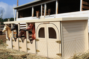 Toy Horse Barn for your Breyer horses