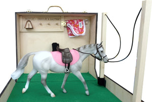 Horse Travel Barn - Take your favorite horse with you.