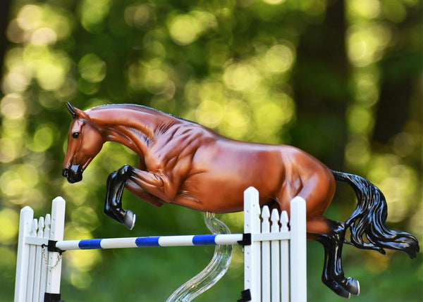 VOYEUR - Show Jumper - Traditional Breyer - 1773