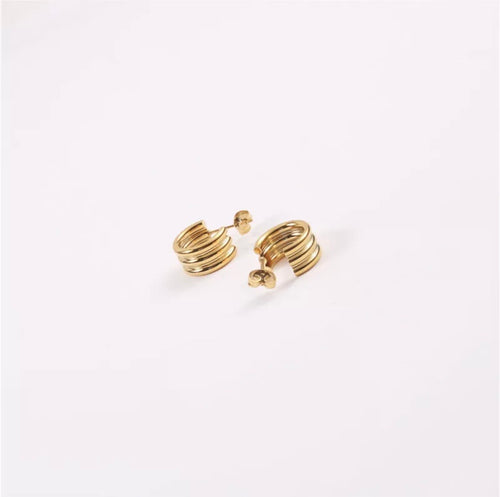 Ribbed Huggie Earrings (Gold)