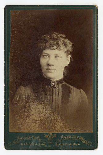 Victorian Cabinet Card, Young Woman with Horseshoe Brooch || Kansas City, Mo.