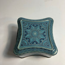Load image into Gallery viewer, Edgeworth tobacco tin top, snowflake design
