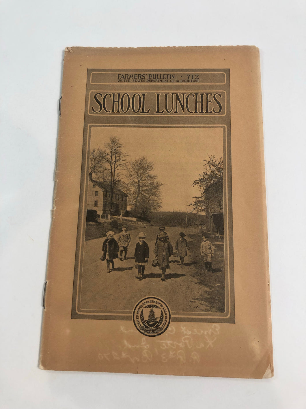 Front cover of Farmers' Bulletin 'School Lunches'