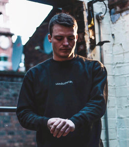 BASICS CREWNECK BLACK
