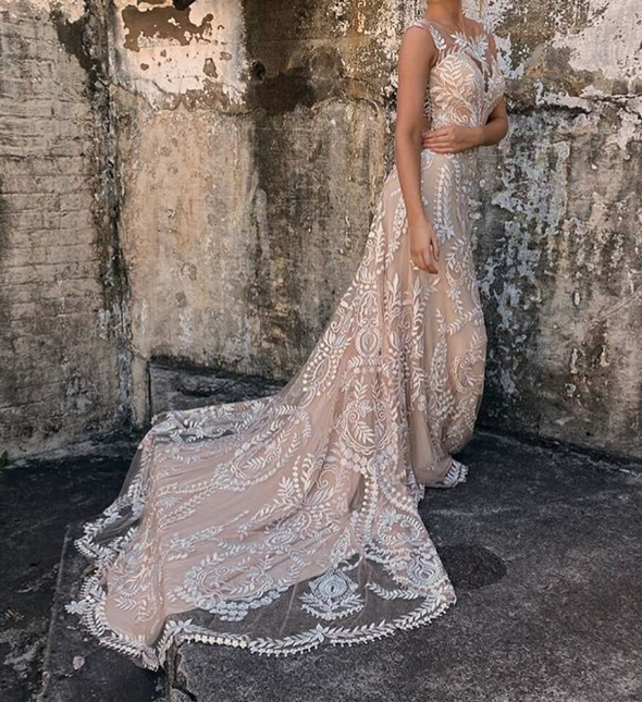 Boho Lace Wedding Dress Sexy Open Back Chic Beach Wedding Gowns