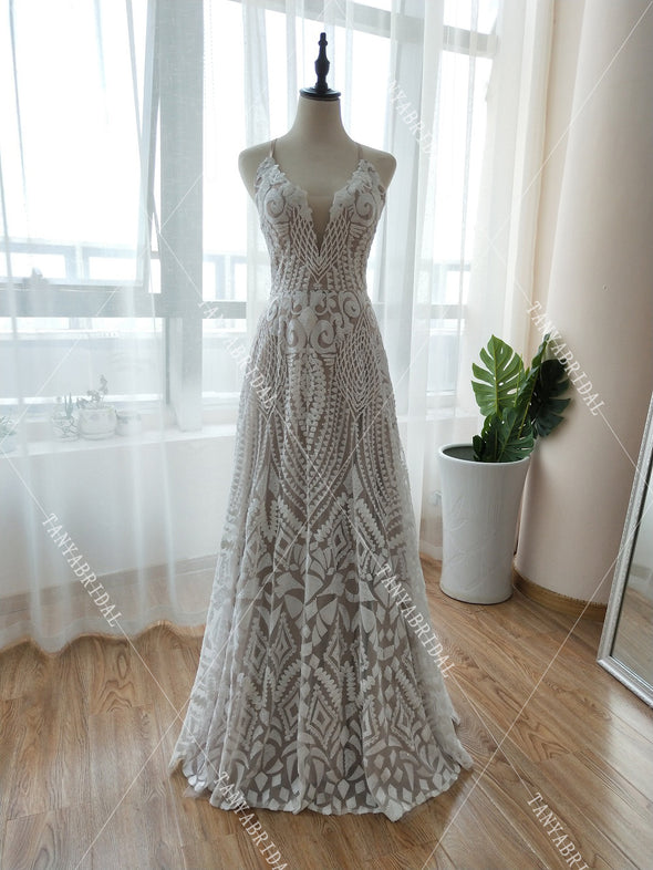 Sparkly Embroidery Wedding Dresses Nude Lining Deep V-Neck Luxury Bridal Gowns Fashion Backless Vestido De Noiva ZW155