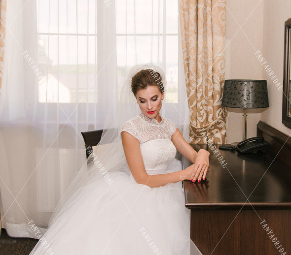 High Neck Wedding Ball Gowns Tulle Skirts Cap Sleeve Floor Length Country Bridal Gowns Elegant Noivas DW330