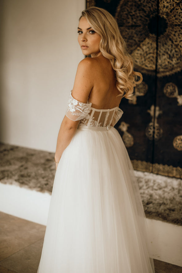 Off shoulder sweetheart wedding dress Romantic Tull skirts elegant Bridal Gowns Fashion detail Noivas DW300