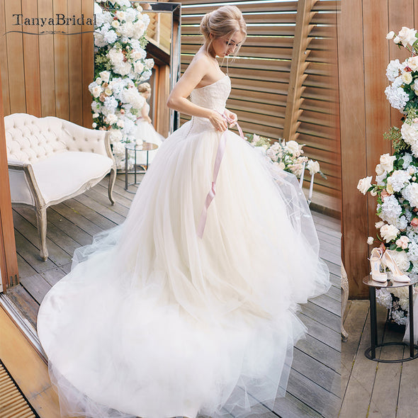 Sweetheart ALine Tulle Wedding Dresses Many Layers Elegant Bridal Dreamy Gowns Lace Noivas Sweep Train DW121