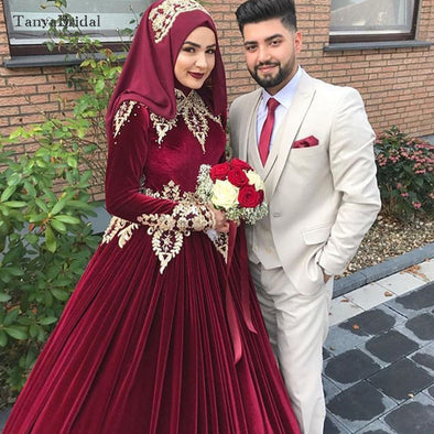 Velvet Muslim Wedding Dresses Gold Appliques Kaftan Gelinlik Bridal Dresses Elegant Noivas Ball Gowns DW130