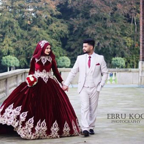 Velvet Muslim Wedding Dresses With Gold Appliques DW130