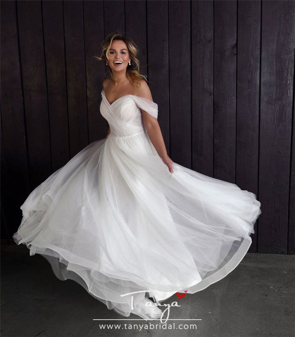 Simple Lace A-Line Wedding Dresses Zipper Back Beach Bohemian Ladies Wedding Gowns Amazing Tulle Bride's Wedding Party Dress
