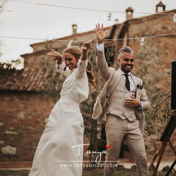 Simple Beautiful Tuscan Wedding Dresses Intensely Romantic Country Maxi Bridal Gowns V-Neck Split Robe de soiree ZW180