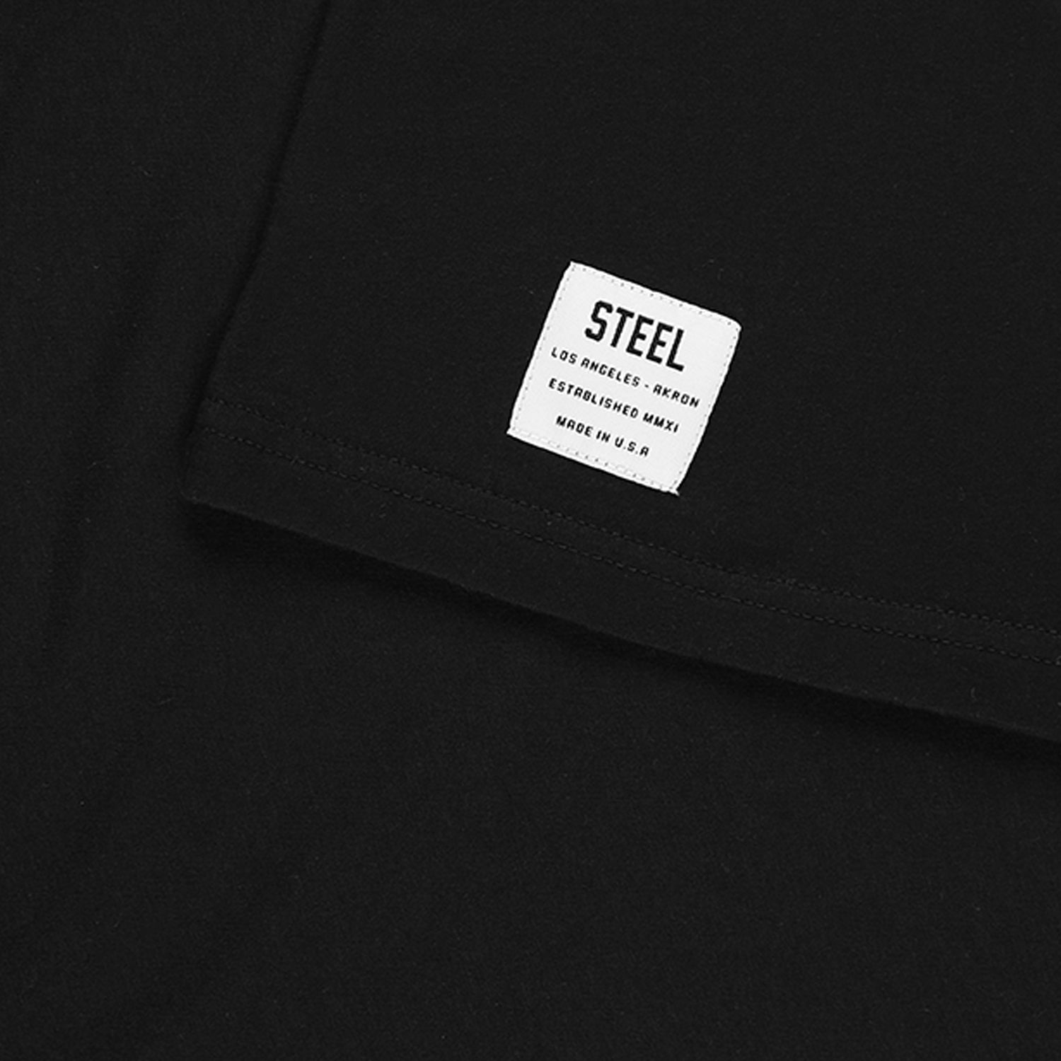 BLACK FITTED  ESSENTIALS TEE