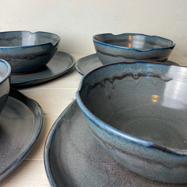 Dinnerware Set (8 piece: 4 bowls, 4 plates): Black Sands