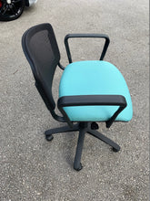 Load image into Gallery viewer, Eclat Swivel Mesh Chair With Arms