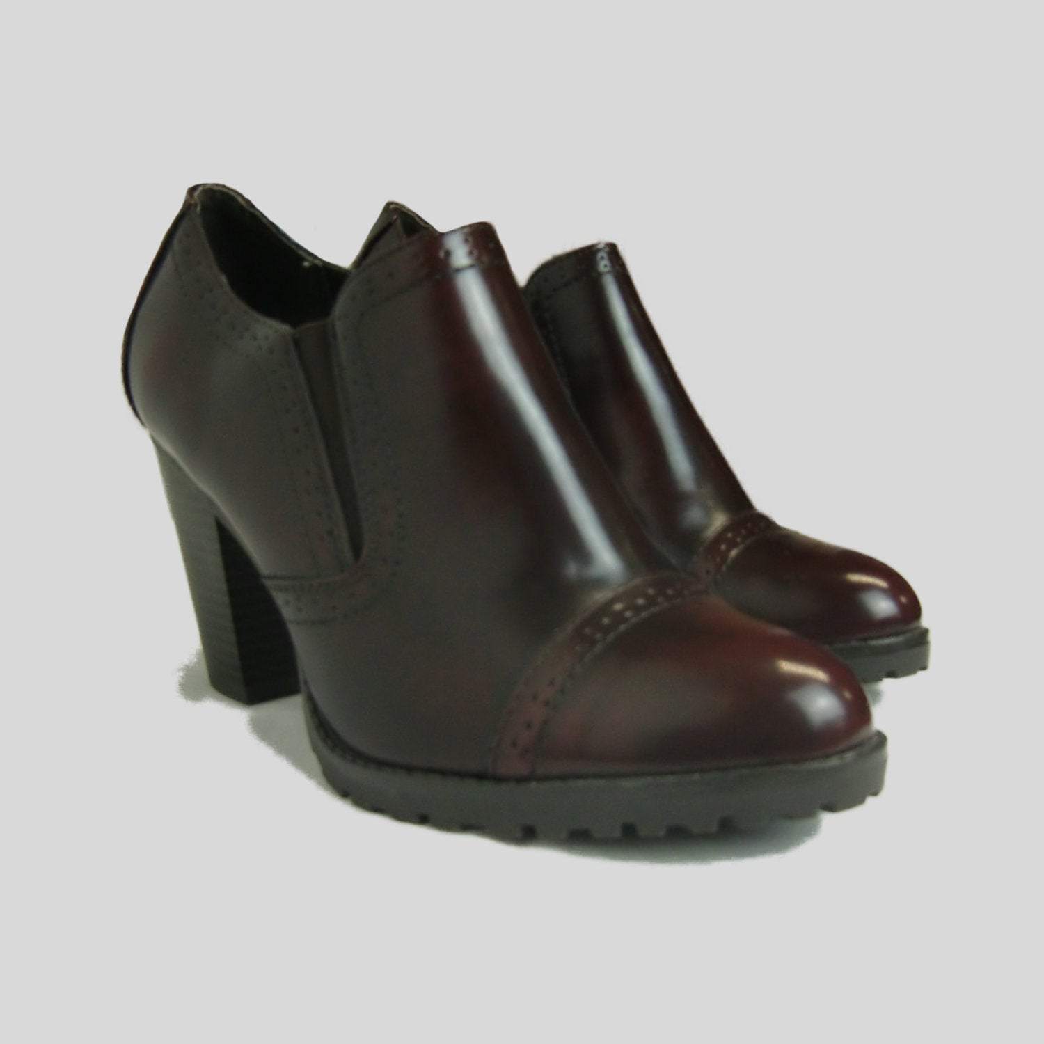 Ladies Shoes, size 10 – Hickory County