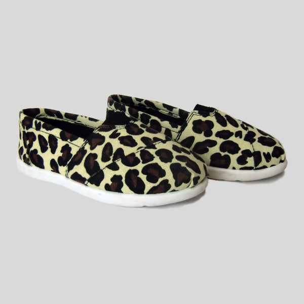 used One for One child's canvas leopard print shoes