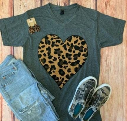 LEOPARD HEART CHARCOAL V NECK