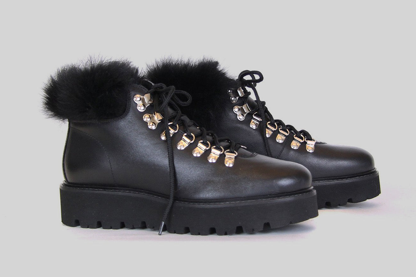 Lace up boots for women in black leather