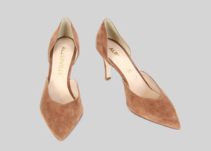Two-piece pumps in nougat colored suede