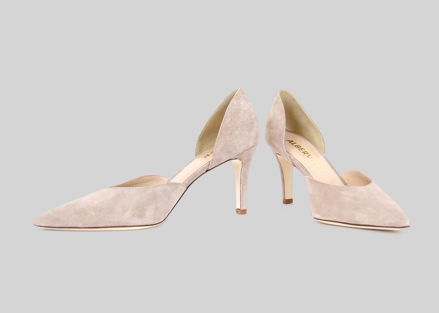 Two-piece pumps in nude colored suede