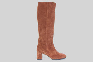 Knee high boots in cognac colored suede