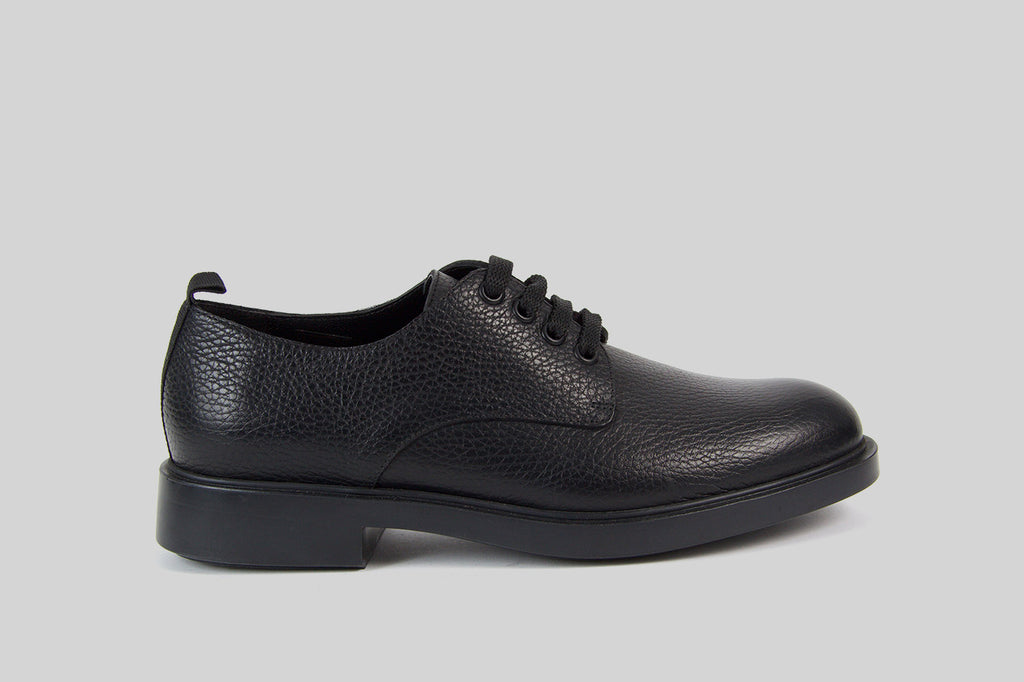 Women lace up shoes in black leather