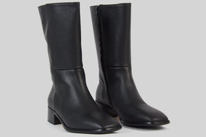Mid high women boots in black leather