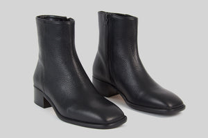 Women ankle boots in black grained leather