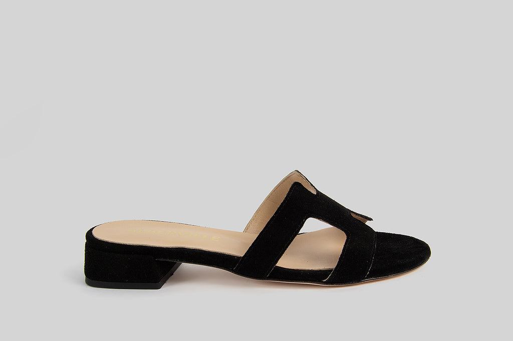 Open toe sandals in black suede